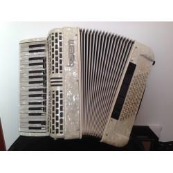 SEM White Midi & Mics Italian 4 Voice 34 Key 72 Bass Musette Piano Accordion Used