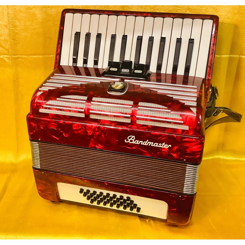 Bandmaster 26 key 48 bass compact accordion used