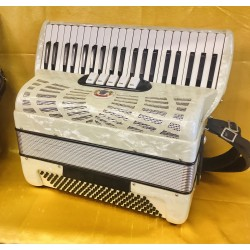 Compact 2 voice 41/120 bass Piano Accordion Used
